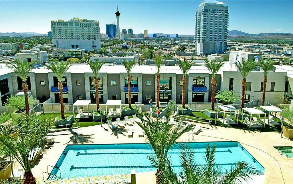 Juhl Las Vegas Pool