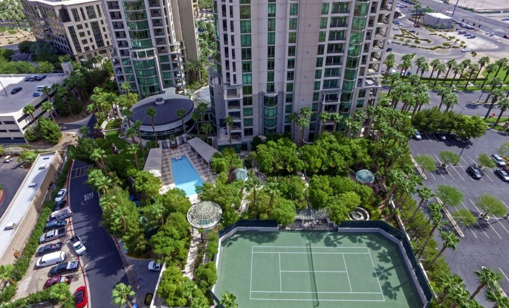 Park Towers Pool and Tennis