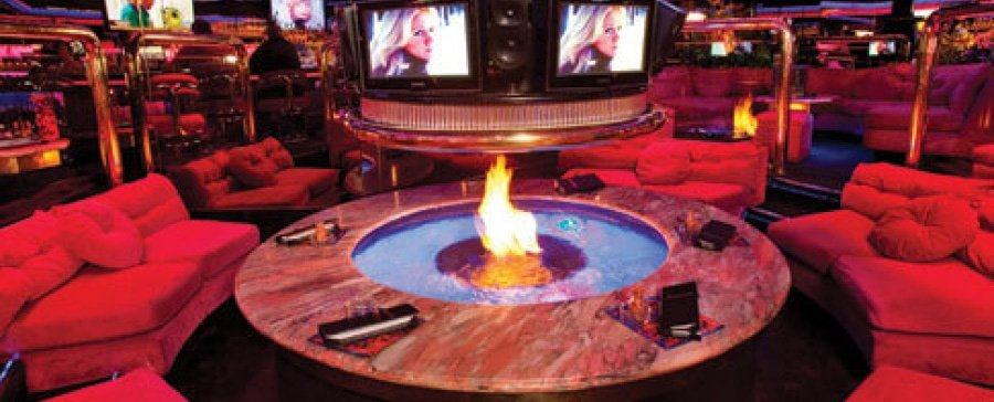 Allure condos Las Vegas - Peppermill Cafe Fire Pit